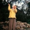 085_das-junge-maedchen-mit-gelber-jacke
