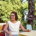 130_das-junge-maedchen-sitzend