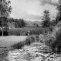 schwarz-weiss-mausfeld-landschaft-mann